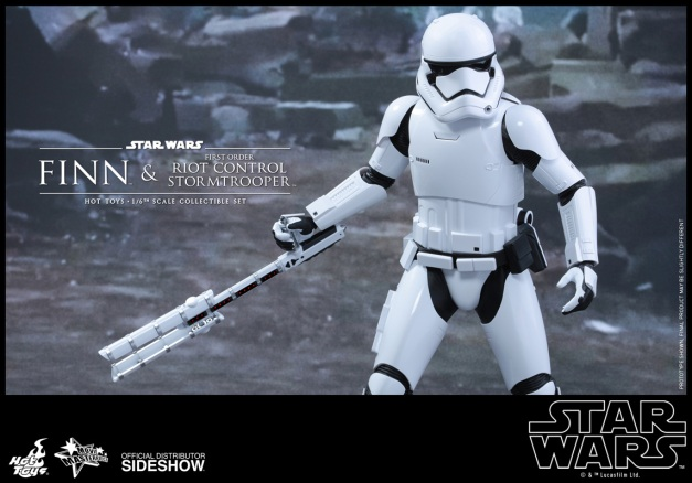 hot-toys-star-wars-the-force-awakens-finn-and-first-order-riot-control-stormtrooper-pre-order-9.gif